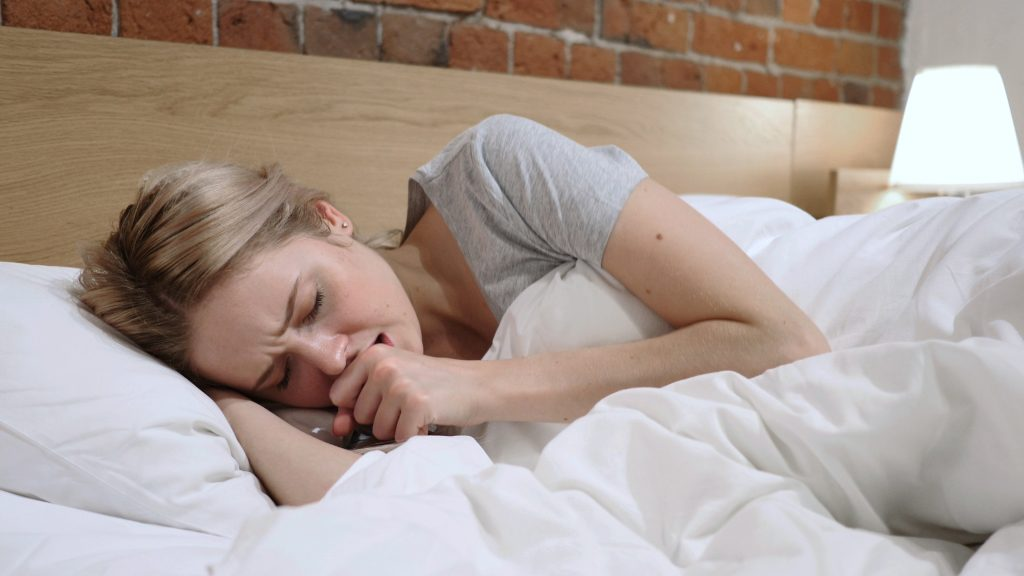 slapen met droge hoest